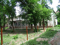 "neighbour house: st. Novo-Sadovaya, house 175А. nursery school №129 ""Бо­жья ко­ров­ка"""