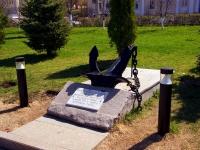 隔壁房屋: st. M. Gorky. 纪念标志 Якорь на набережной в честь речников, погибших в годы Великой отечественной войны