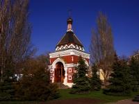 隔壁房屋: st. M. Gorky, 房屋 80/1. 教堂 в честь митрополита Московского Алексия