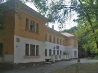 隔壁房屋: st. Novo-Vokzalnaya, 房屋 16. 门诊部 Городская поликлиника №10, отделение реабилитации детей