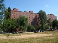 隔壁房屋: . V-1, 房屋 21. 公寓楼