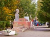 Жигулевск, малая архитектурная форма Трибуна с бюстом Ленинаплощадь Мира, малая архитектурная форма Трибуна с бюстом Ленина