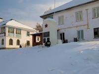 隔壁房屋: st. Tsentralnaya (Solnechnaya polyana). 纪念碑 Погибшим в ВОВ