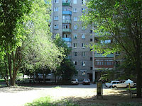neighbour house: st. Internatsionalistov, house 42. Apartment house