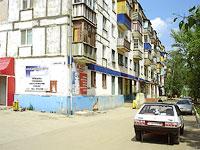 Новокуйбышевск, улица Дзержинского, дом 3. жилой дом с магазином