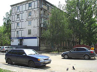 Novokuibyshevsk, Dzerzhinsky st, house 3. Apartment house with a store on the ground-floor