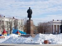 Novokuibyshevsk, st Kommunisticheskaya. monument