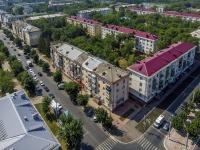 Novokuibyshevsk, st Mironov, house 10. Apartment house