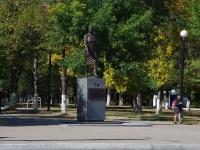 Новокуйбышевск, улица Островского. памятник А.С. Федотовой