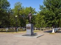 Novokuibyshevsk, st Safrazyan. monument
