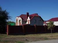 Novokuibyshevsk, avenue Pobedy, house 2А. Private house