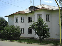 Oktyabrsk, Volgo-Donskaya st, house 3. Apartment house
