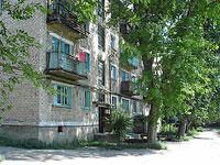 Oktyabrsk, st Dzerzhinsky, house 8. Apartment house