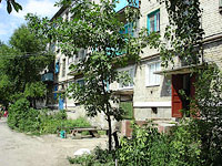 Oktyabrsk, st Dzerzhinsky, house 10. Apartment house