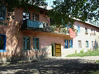 Oktyabrsk, Sportivny alley, house 75. Apartment house