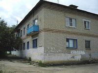 Октябрьск, улица Центральная, дом 2. многоквартирный дом