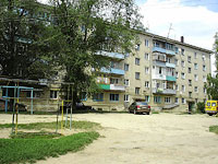 Oktyabrsk, Tsentralnaya st, house 4. Apartment house