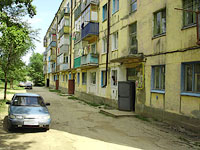 Oktyabrsk, Tsentralnaya st, house 8. Apartment house