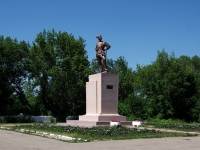 Чапаевск, улица Комсомольская. памятник В.И. Чапаеву