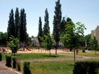 Чапаевск, улица Комсомольская. детская площадка