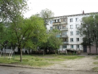 neighbour house: st. Stroitelnaya, house 18. Apartment house