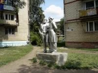 Чапаевск, улица Строительная. памятник Марксу и Энгельсу