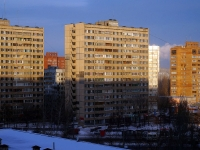 Togliatti, 40 Let Pobedi st, house 98. Apartment house