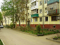 Togliatti, 50 let Oktyabrya blvd, house 42. Apartment house