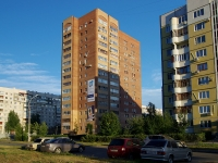 Togliatti, 70 let Oktyabrya st, house 15. Apartment house with a store on the ground-floor