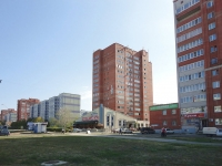 Togliatti, 70 let Oktyabrya st, house 47. Apartment house with a store on the ground-floor