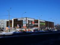 """陶里亚蒂市, 购物中心 """"Аврора"""", 70 let Oktyabrya st, 房屋 3"""