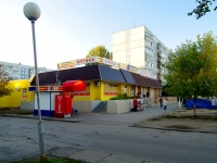 "neighbour house: st. Avtosrtoiteley, house 40А. shopping center ""Янтарь"""