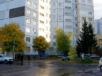 Togliatti, Avtosrtoiteley st, house 42. Apartment house