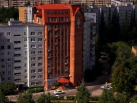 Togliatti, Avtosrtoiteley st, house 102А. Apartment house with a store on the ground-floor
