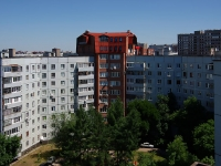 Togliatti, Avtosrtoiteley st, house 102А. Apartment house with a store on the ground-floor