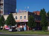 """neighbour house: st. Avtosrtoiteley, house 12А. shopping center """"Гузель"""""""