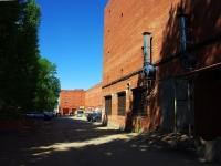 陶里亚蒂市, Botanicheskaya st, 房屋 7А. 车库(停车场)