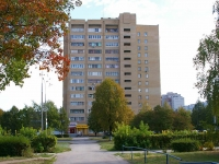 Togliatti, Voroshilov st, house 49. Apartment house