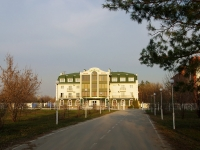 Тольятти, улица Воскресенская, дом 9. гостиница (отель) Эмеральд, ресторанно-гостиничный комплекс