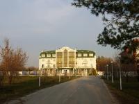neighbour house: st. Voskresenskaya, house 9. hotel Эмеральд, ресторанно-гостиничный комплекс