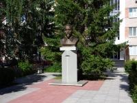 Тольятти, памятник Ф.Э.Дзержинскомуулица Голосова, памятник Ф.Э.Дзержинскому