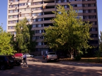 Togliatti, Kosmonavtov blvd, house 2. Apartment house