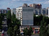 陶里亚蒂市, Kosmonavtov blvd, 房屋 21. 公寓楼