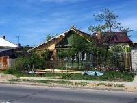 Тольятти, улица Ларина, дом 32. индивидуальный дом