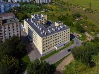 Togliatti, st Lenin, house 27. Apartment house