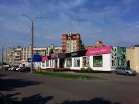 Тольятти, улица Льва Яшина, дом 5. торговый центр