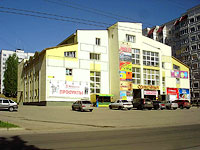 "neighbour house: st. Mekhanizatorov, house 11. shopping center ""Солнечный"""