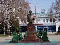 Тольятти, улица Новозаводская. памятник И.А. Красюку