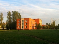 隔壁房屋: Ln. Novy, 房屋 2. 管理机关 АДМИНИСТРАЦИЯ Автозаводского района