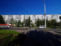 Togliatti, Primorsky blvd, house 42. Apartment house